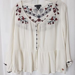 Kendall & Kylie White Tunic Blouse Size Medium